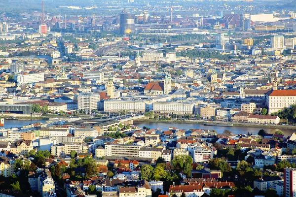 The Danube, a real advantage in terms of trade, played a significant role in the development of the city, which happens to be the capital of Upper Austria.