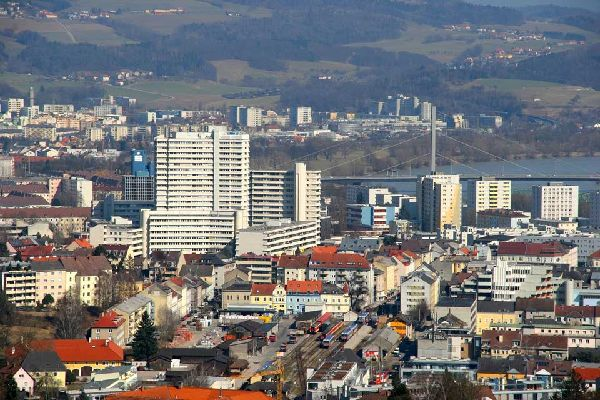 One of the biggest cities in Austria, Linz has its eye on the future with its numerous construction projects, the area around the train station being one of them.