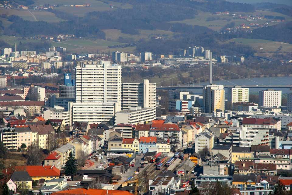 Linz est une des principale ville autrichienne, aujourd'hui elle est tournée vers l'avenir avec de nombreux projets de constructions dans le quartier de la gare par exemple.