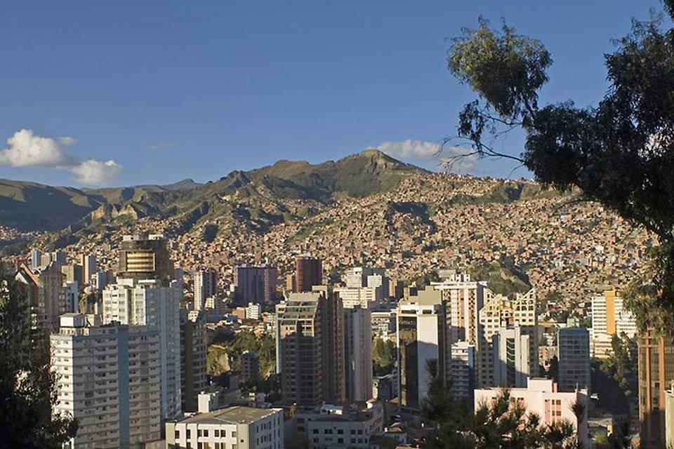 Man mano che la città si espande,nuove abitazioni sono costruite sulla cima delle colline. Per questo motivo l'altitudine della città varia da 3'000m a 4'000m.