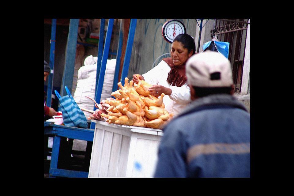 I mercati di strada si possono trovare in molte aree di La Paz. Vi si trova di tutto, dal cibo agli amuleti porta fortuna.