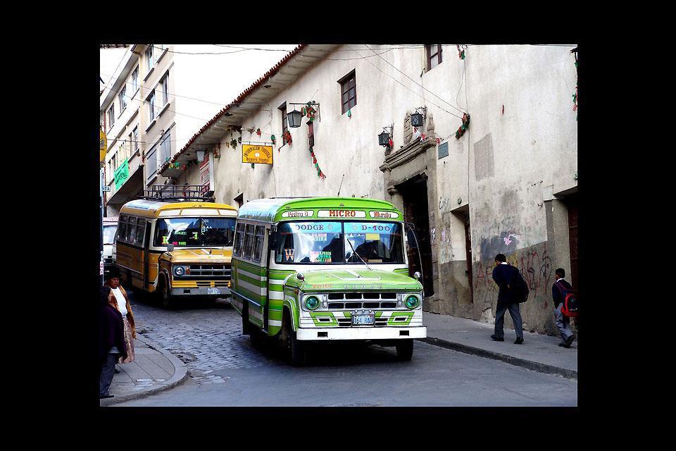 La città di La Paz è costruita su una scoscesa collina a 3'600m di altitudine, il che ne fa di fatto la capitale più alta del mondo.