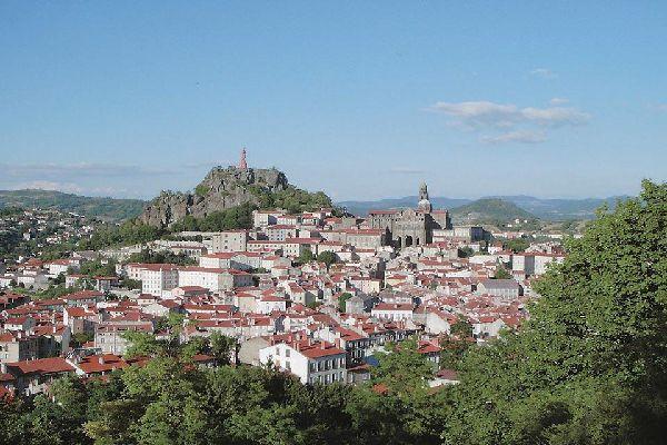 Aujourd'hui encore, la ville sert de point de départ à de nombreuses randonnées vers Saint Jacques de Compostelle.