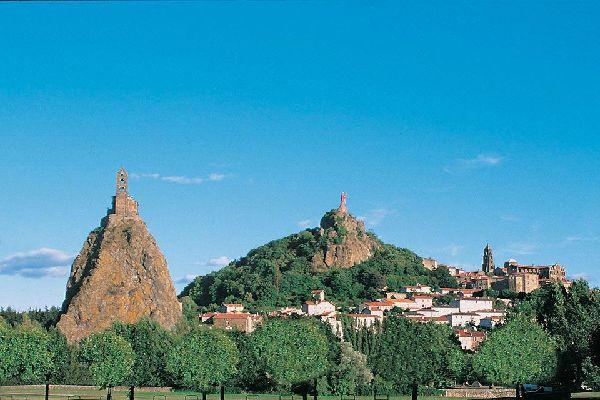 """L'église Saint Michel,  la statue Notre Dame de France et la cathédrale Notre Dame du Puy... la commune mérite son label """"Villes d'Art et d'Histoire""""."""