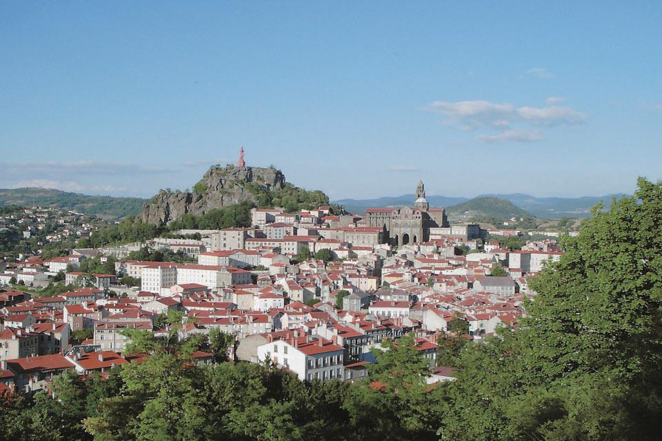 The town is still a departure point for plenty of hikes to Saint Jacques de Compostelle.