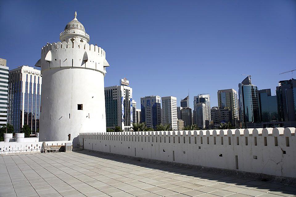 """Aussi connu sous son nom """"le Fort blanc"""", le plus ancien bâtiment historique d'Abu Dhabi est aujourd'hui un musée."""