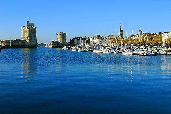 Des balades dans le vieux port sont organisés toute l'année et l'été les quais accueillent régulièrement des marchés artisanaux.