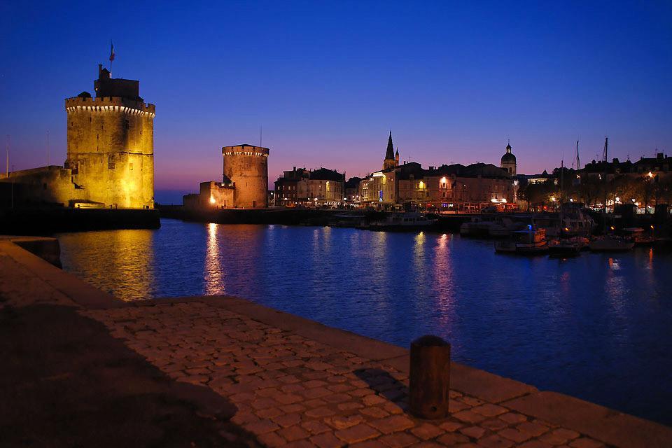 On peut accéder aux terrasses des tours de la Chaîne, de la lanterne et Saint-Nicolas pour contempler la ville.