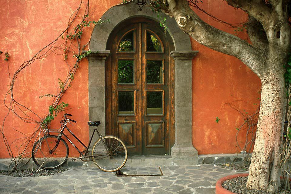 Numerosi missionari gesuiti , fino al 1768, occuparono la città in forma pacifica.