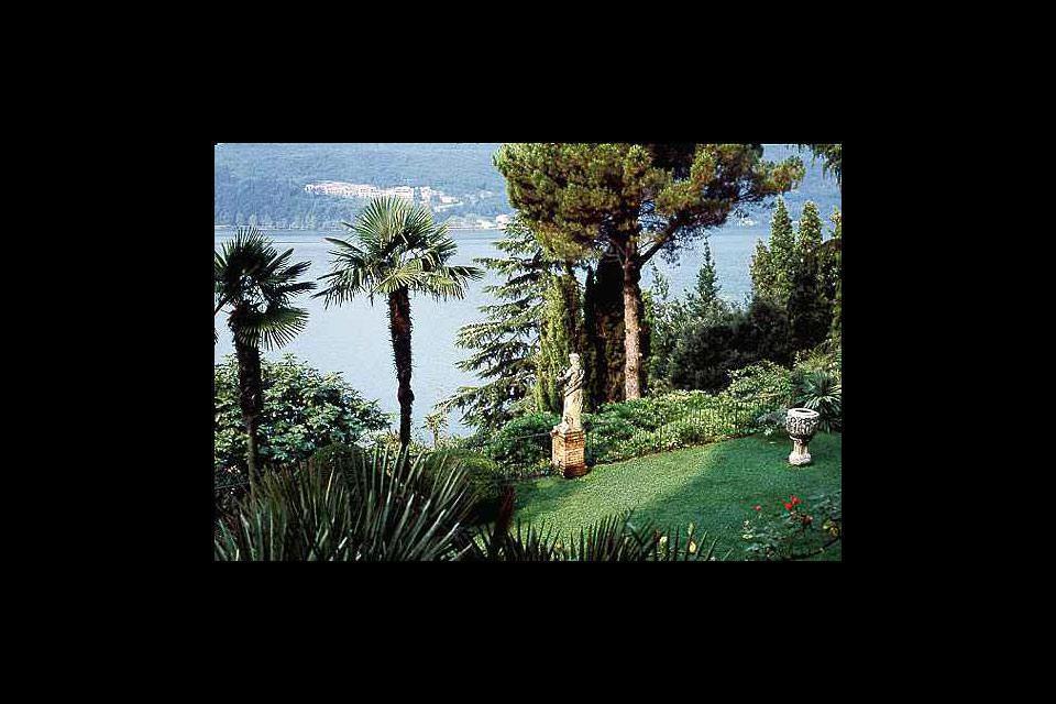 Rund um den See stehen zahlreiche Villen mit großen Parks und unvergleichlichen Aussichtspunkten.
