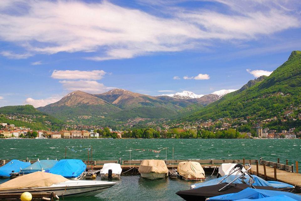 Lugano liegt am Ufer des gleichnamigen Sees. Es handelt sich um den kleinsten der drei großen Seen Italiens.
