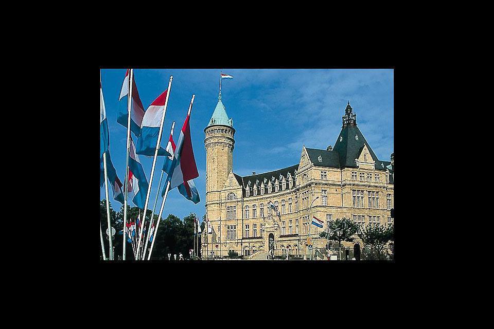 Luxemburgo es la capital del Gran Ducado homónimo: situado en un espolón rocoso, es una auténtica fortaleza natural. En la foto, el Palacio del Gran Ducado.