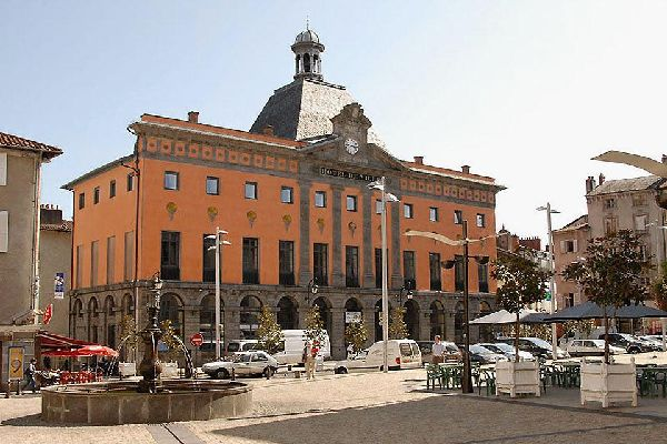 """The city hall known as """"the capital of the territories"""" organises the International Street Theatre Festival every year in August."""