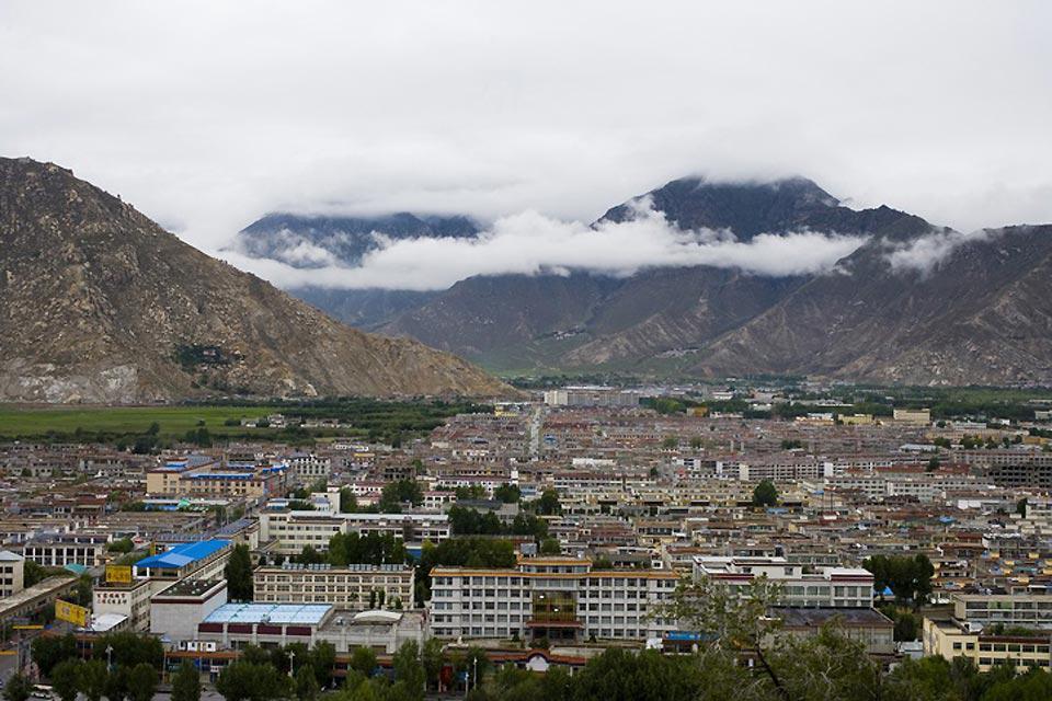 Le Tibet s'étend sur 2.5 millions de km²: c'est un quart de la Chine toute entière où vivent 6 millions de tibétains.