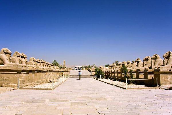 El templo de Amón es un templo egipcio situado en la antigua Tebas.