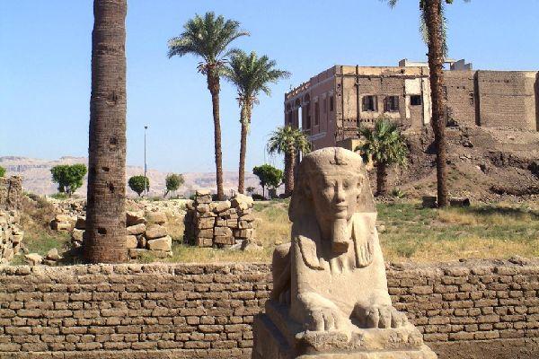 La actual Luxor está construida sobre la antigua ciudad de Tebas.