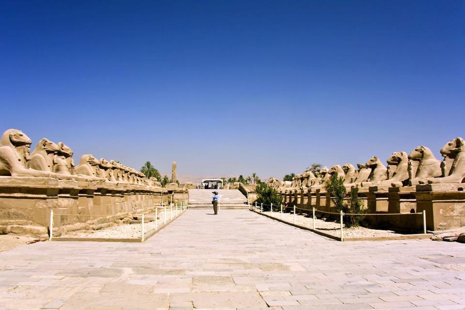 le temple d'Amon est un temple égyptien situé dans l'ancienne Thèbes.