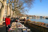 Si tengono regolarmente dei mercatini di libri. Gli amanti della letteratura troveranno ciò che li soddisfa nella più grande libreria a cielo aperto.