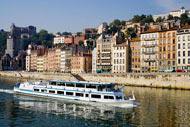 Il battello Hermès, unico battello-ristorante che naviga a Lione, permette una visita commentata della città sul Rodano e la Saona. Svago garantito.