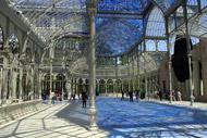 Al centro del Parco del Retiro si trova una copia del Crystal Palace di Londra, costruito 36 anni dopo l'originale. La struttura è stata disegnata dall'architetto Ricardo Velazquez Bosco.