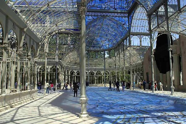 In the middle of Retiro Park you will find a replica of London's Crystal Palace, built 36 years after the original. It was designed by architect Ricardo Velazquez Bosco.