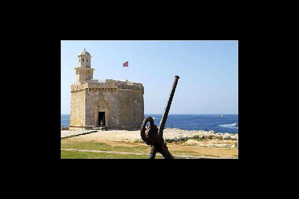 Ibiza è l'isola più estrema, sia per quanto riguarda i paesaggi che il numero di turisti.