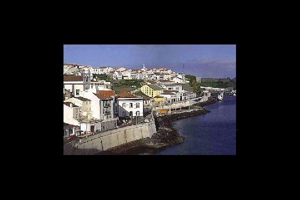 Bien que la capitale économique des Açores soit Ponta Delgada, Angra do Heroismo est le centre historique.