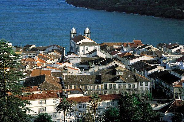 Angra do Heroismo, sur l'île de Terceira, est, depuis le Vè siècle, un important port maritime: son centre historique appartient au Patrimoine de l'Humanité de l'UNESCO.