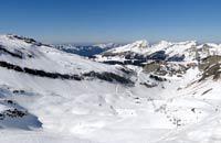 Installée sur la commune de Morzine en Haute-Savoie à 1800 mètres d'altitude, Avoriaz est une petite station de ski ouverte depuis 1966. Elle est dotée d'un emplacement idéal : entre le grandiose Mont-Blanc et le somptueux Lac Léman ! La station domine la vallée de Morzine depuis son plateau exposé plein sud. Elle appartient au domaine alpin des Portes du Soleil dont les 650 kilomètres de pistes skiables ...