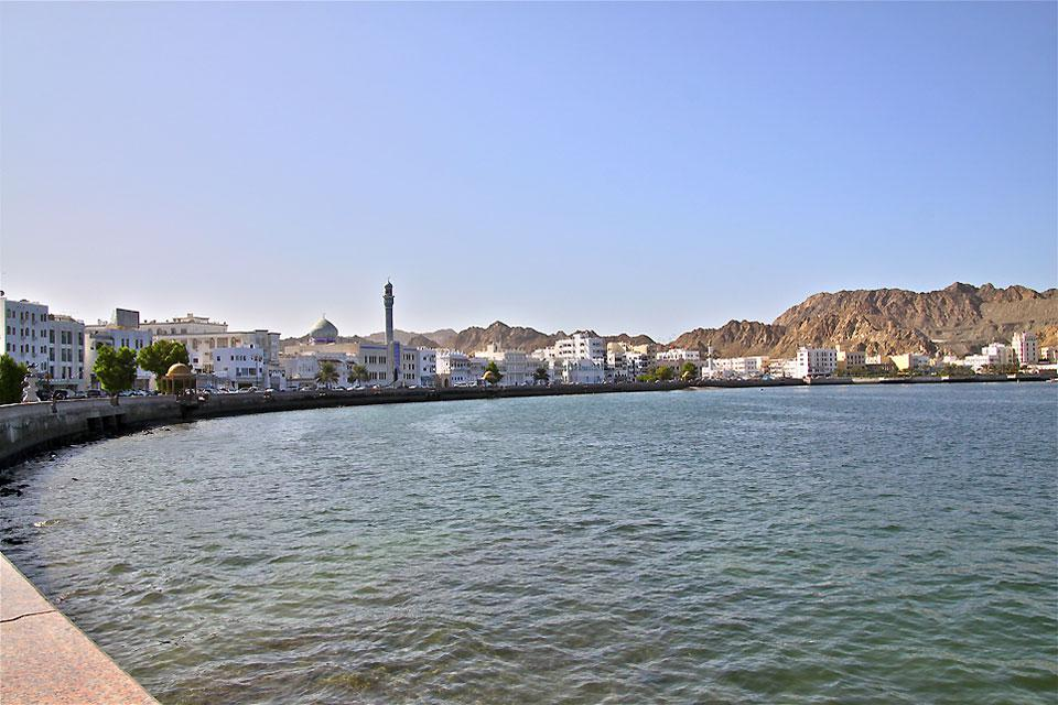 The seafront has preserved a certain style: small white buildings, mosque minarets, and a small fishing harbour with fish sold directly on the quays.