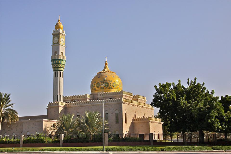 The imposing Sultan Qaboos Mosque.