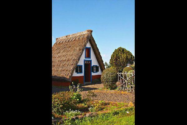 Santana sigue contando con casitas tradicionales de la isla.