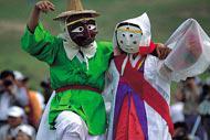 Hahoe, un village traditionnel qui a gardé ses maisons paysannes et bourgeoises, abrite chaque année le Festival Folklorique.