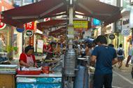Dans le centre-ville, le marché alimentaire est très agréable, le poulet et la pomme étant les spécialités de la région.