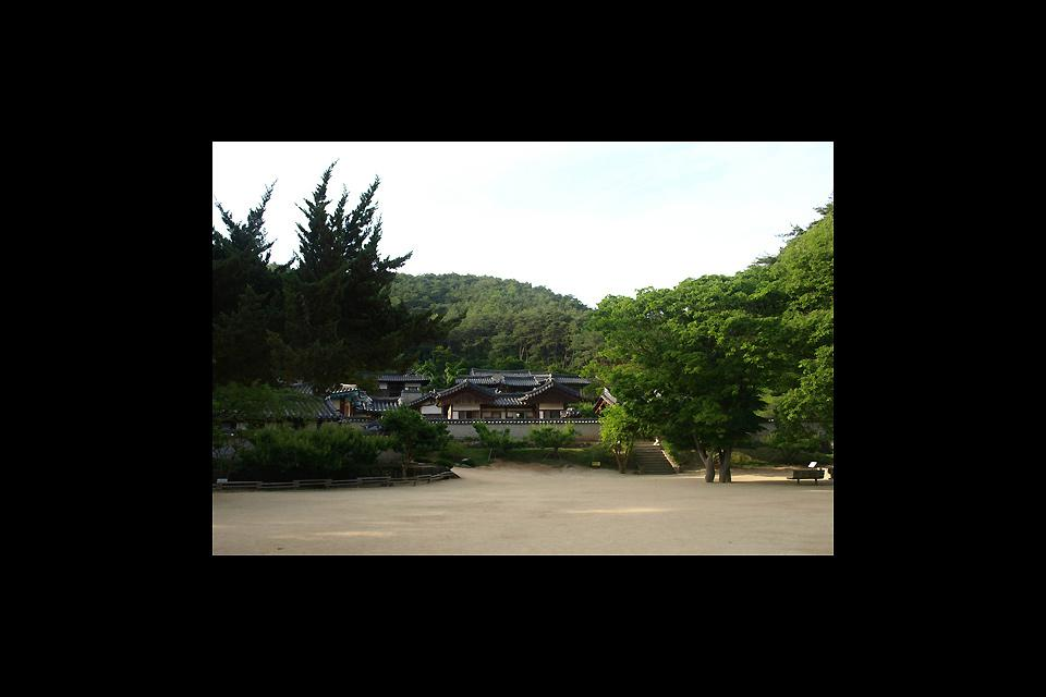 In the surrounding hills, Dosan Seowon represents one of the last Confucian schools of the country. A truly magical place.