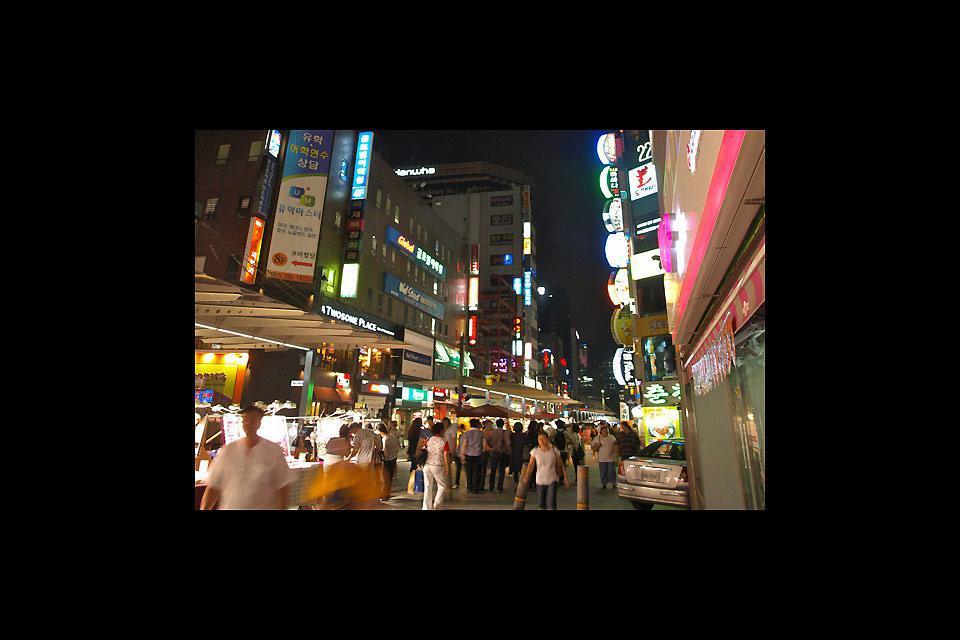 L'accoglienza dei Coreani è calorosa e i giovani non esitano ad andare incontro ai turisti per conoscerne la provenienza.