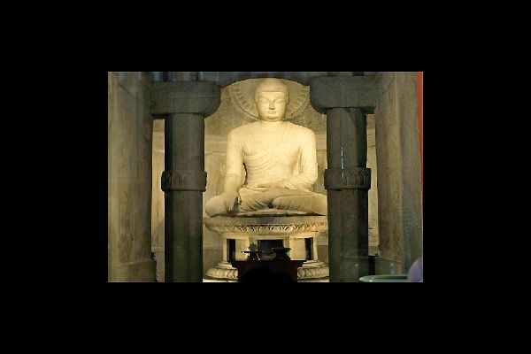 This hermitage is part of the Bulguksa temple complex, and exemplifies some of the best Buddhist sculptures in the world.