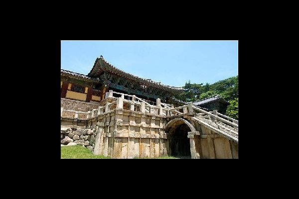 This temple is considered a masterpiece of the golden age of Buddhist art in the Silla kingdom.