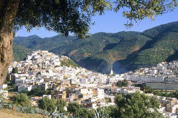 Meknes si trova sull'altopiano di Saïs ed è separata in due dall'uadi Boufekrane.