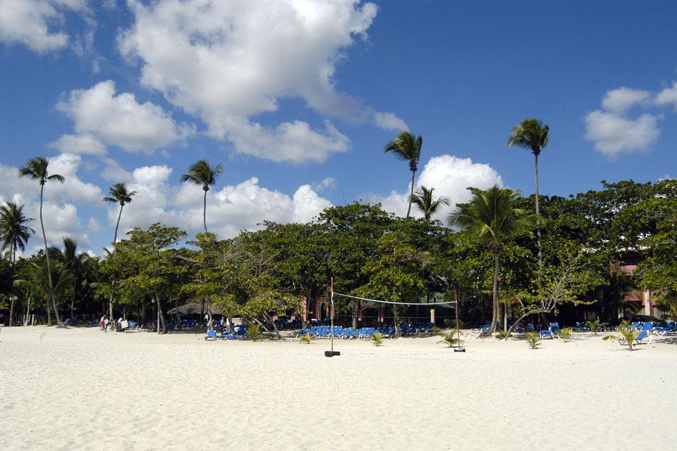 A 30 km de la capitale et 12 km de l'aéroport Las Americas, la bourgade de Boca Chica construite au début du XXème siècle vaut le détour pour son animation et sa plage.