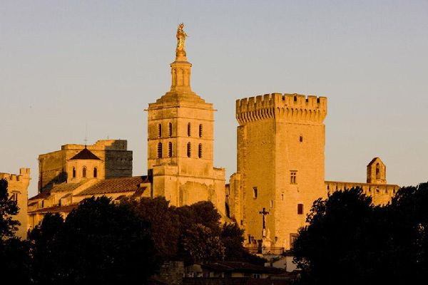 Protetta dal massiccio dei Dom e dal Rodano, Avignone è un'autentica oasi di pace e di benessere.
