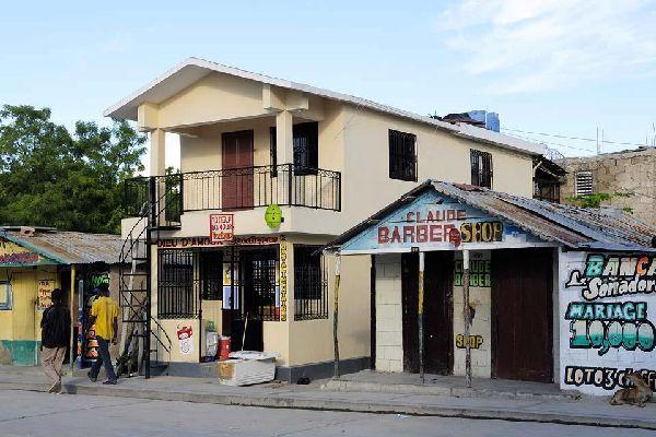 La primera ciudad de Haití al otro lado del puente.
