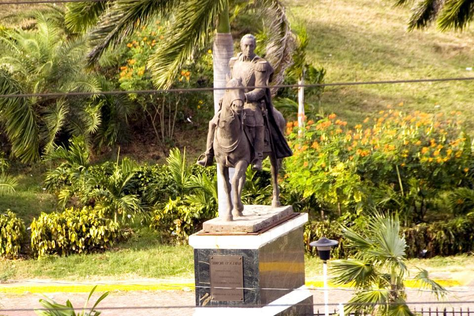 Located on Republic Square, this statue was erected in tribute to the man who gave his life for the independence of the Spanish colonies.