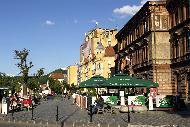 Autour de la Piata Sfatului, le centre piétonnier regorge de terrasses de café où il fait bon se prélasser à la belle saison.