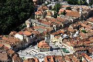 Située au centre de la Roumanie  au pied du mont Tampa, Brasov est le centre économique et touristique de la région.