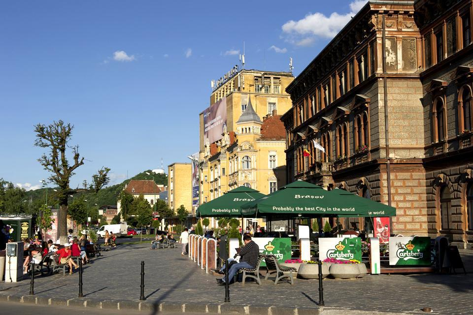 Located around the Piata Sfatului, the pedestrian centre is packed with café terraces where it's great to sit and relax when the weather is nice.