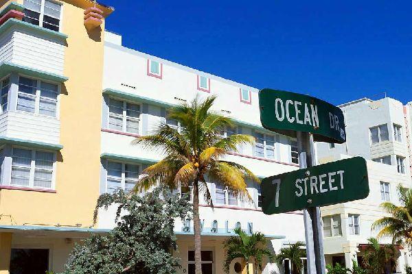 Dans l'esprit de beaucoup de personnes, Miami est une ville de fêtes, de frime et de culte du corps. On ne démentira pas ces a priori car ils sont bel et bien vrais. Mais Miami c'est aussi une ville où l'art, le design et l'originalité surprendra le visiteur. Réputée pour son fameux quartier art déco sur Ocean Drive, Miami a tout de même plus à offrir aux voyageurs venus découvrir cette ville mythique ...