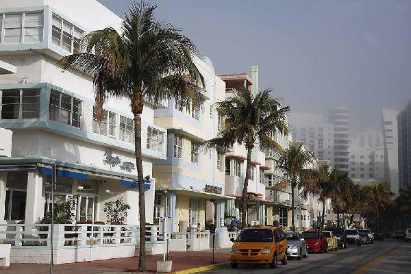 Le courant Art Deco est caractéristique des rues de Miami. Véritable tournant artistique entre le classicisme et le modernisme il s'impose dans les années 20.