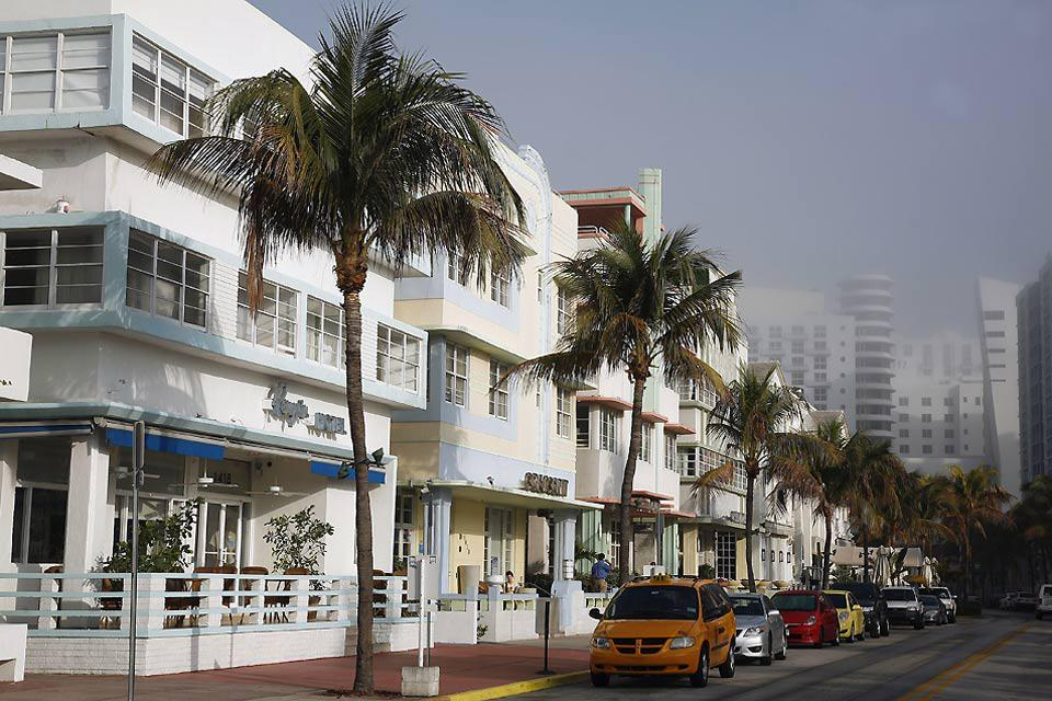The Art Deco style is characteristic of the streets of Miami. A veritable artistic turning point, between classicism and modernism, this movement established itself in the 1920's.