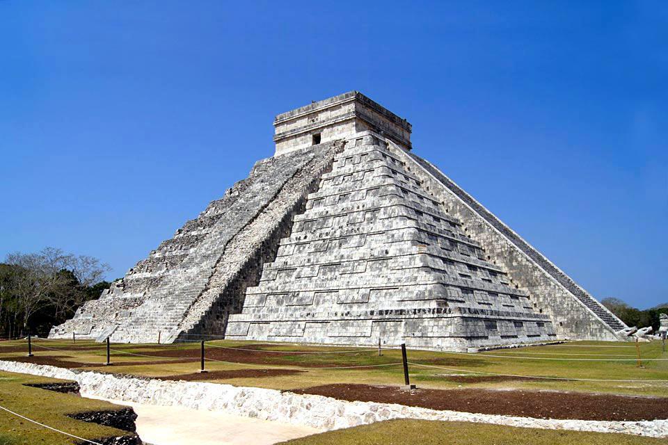 La prima città dello Yucatán è anche la più interessante dal punto di vista storico e culturale. Arricchitasi attraverso la coltura del sisal (che serve a fabbricare le corde per le barche a vela), ha ereditato un magnifico patrimonio e conservato un'impronta decisamente maya, con leggere influenze caraibiche. E' per questo che la città yucateca conserva un senso della festa e del folklore unico in ...